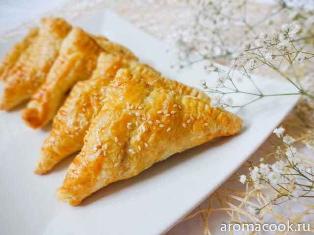 Пирожки с капустой из слоёного теста